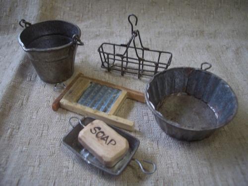 ミニチュアの洗濯用品の一式