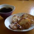 吉村和美さんのカップと花岡隆さんのお皿。